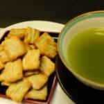 緑茶と紅茶とあられの詰め合わせ